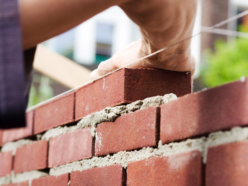 Кладка стен: из чего построить и что нужно знать